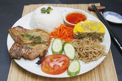 cơm tấm thường được nấu bằng gạo tấm Tài Nguyên rất ngon cơm