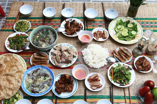 Mâm cơm chiều 30 tết sum họp gia đình